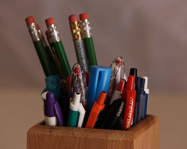 tužky v kelímku