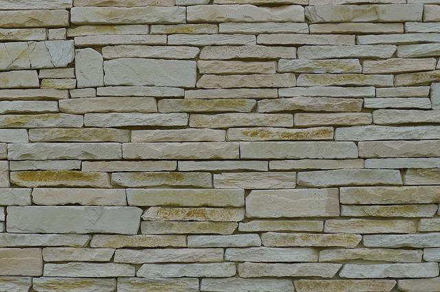 ploty z kamene